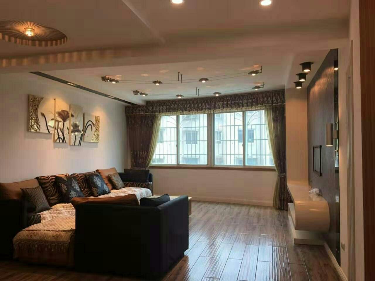 中山商城小区4室 2厅 2卫88万元