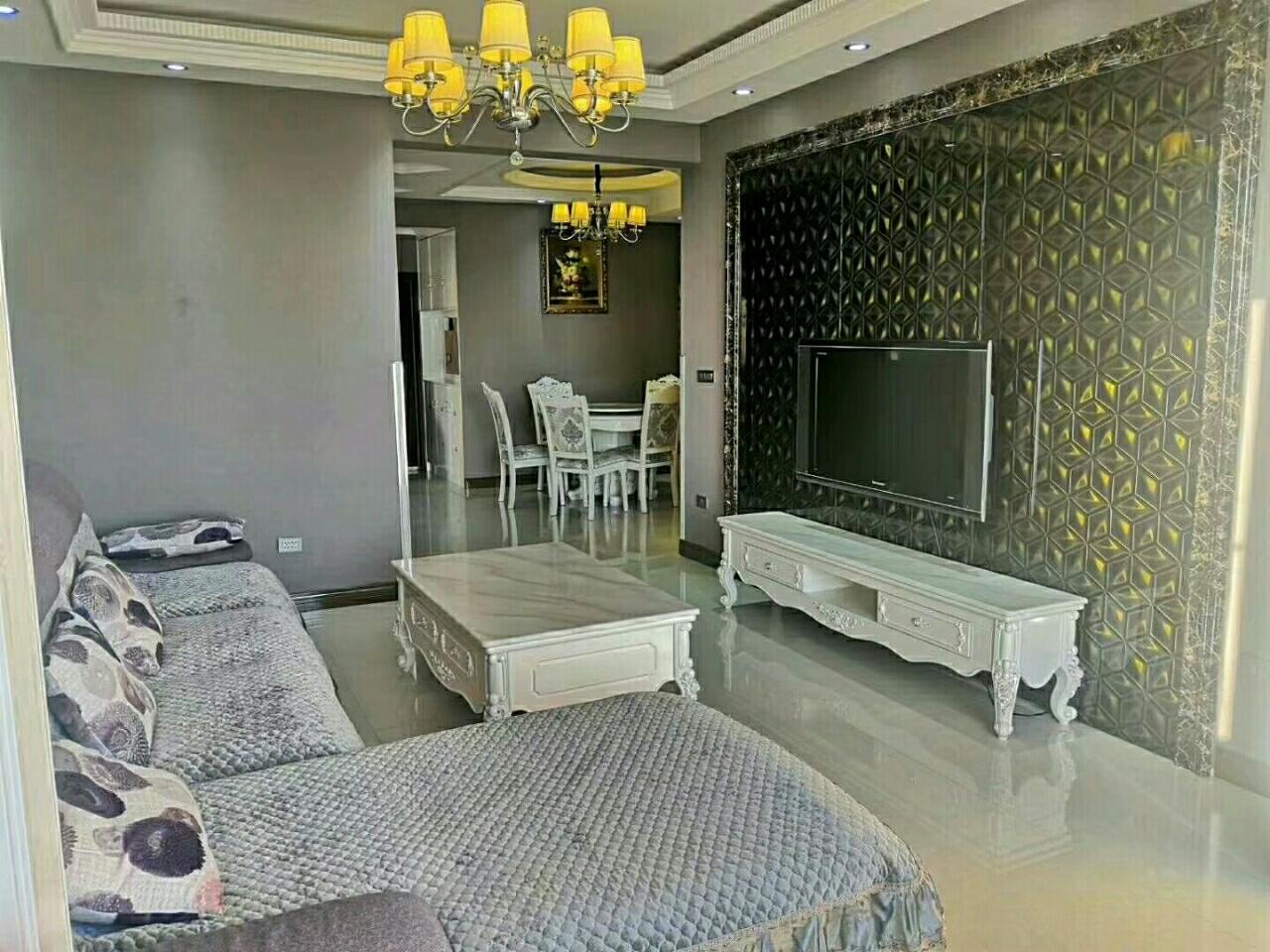 中华城,豪华装修,湖景房3室 2厅 1卫110万元
