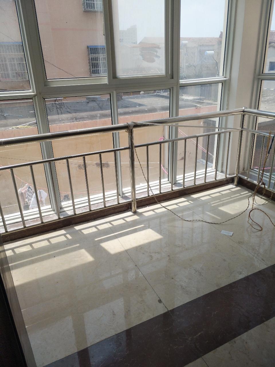 宜家美景3楼120平米新房精装修36万元