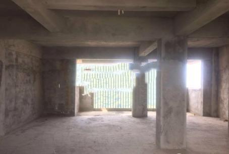 明珠茶叶城 毛坯3室 顶楼 电梯房109平59万元