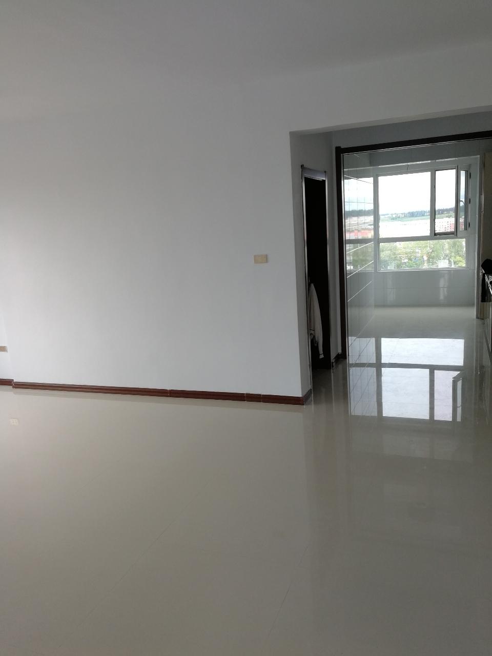 驪馬精城校區高層3室 1廳 1衛26.5萬元