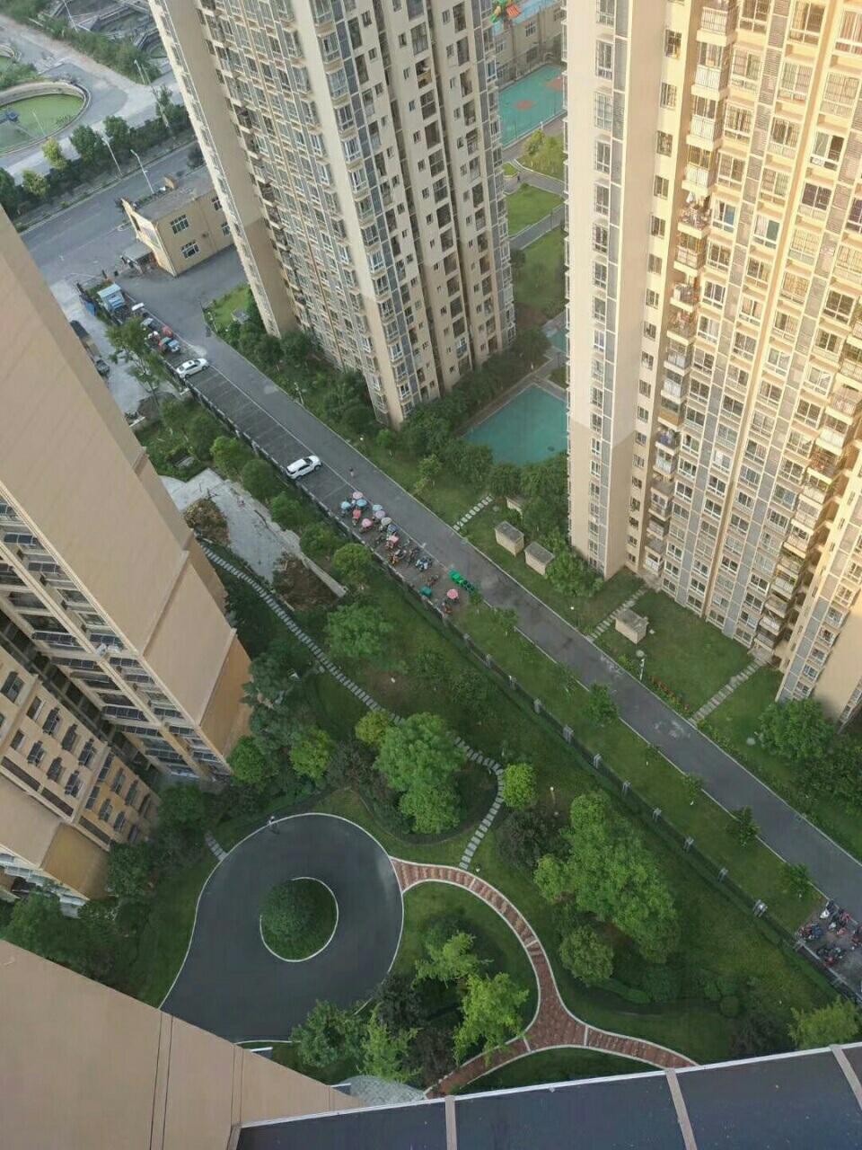 金科财富中心26楼 面积93平方,证满两年 正3室3室 2厅 1卫93万元