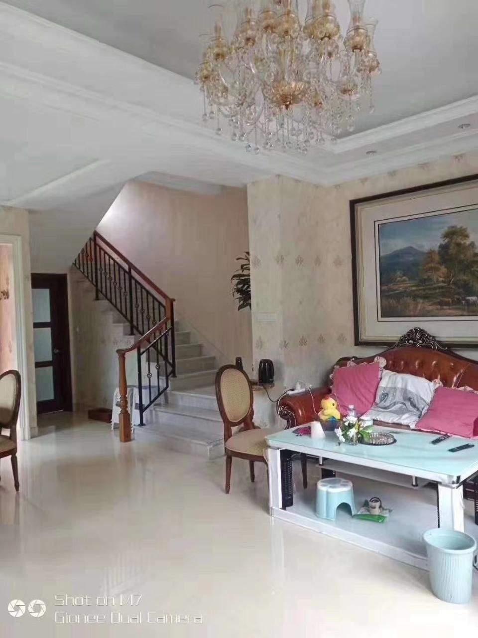 碧桂园5室 3厅 3卫208万元