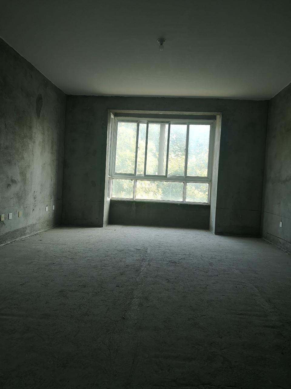 新城花园3室 2厅 1卫88万元毛坯带车库