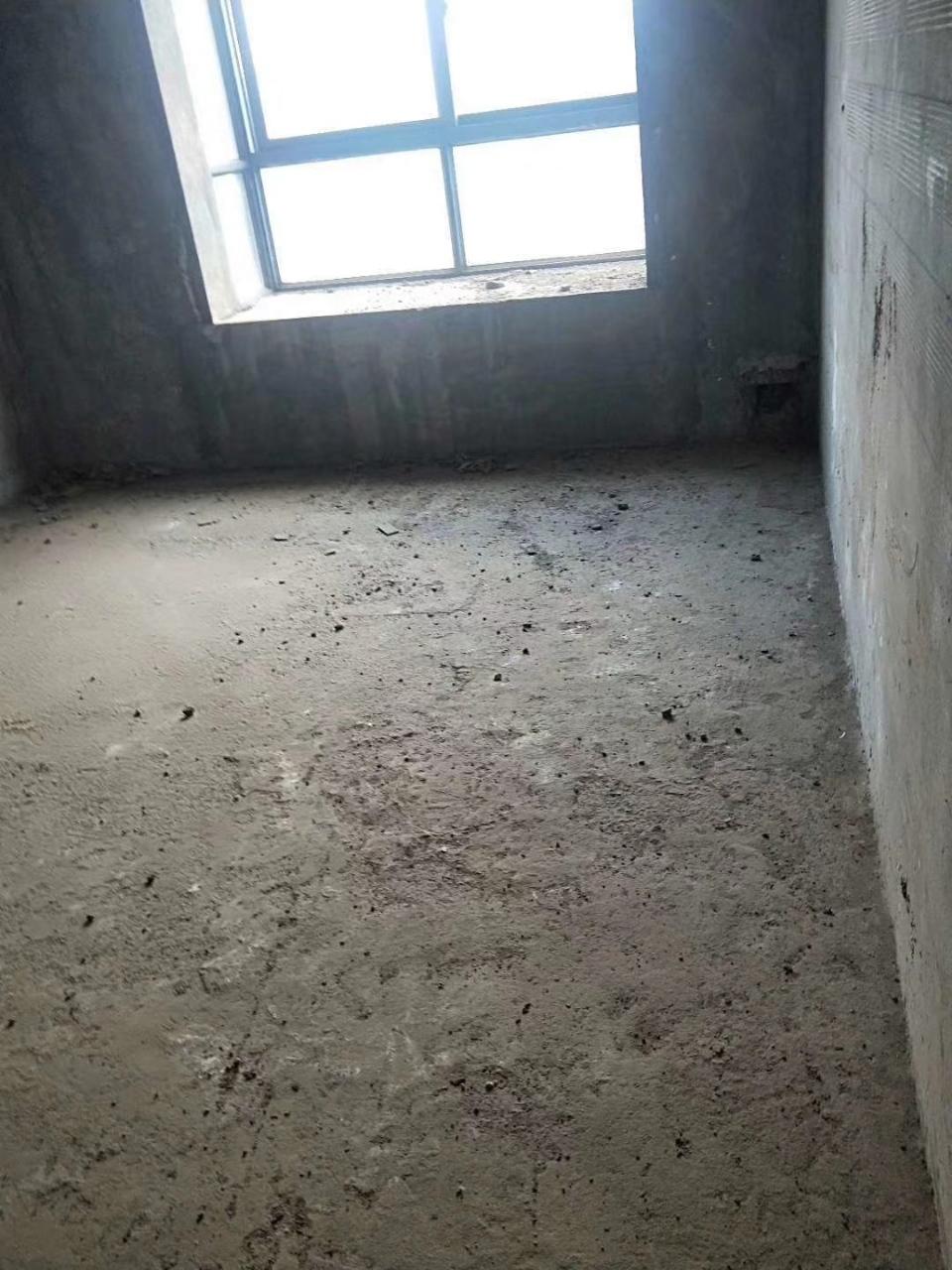 华泰栗苑3室 2厅 2卫45万元