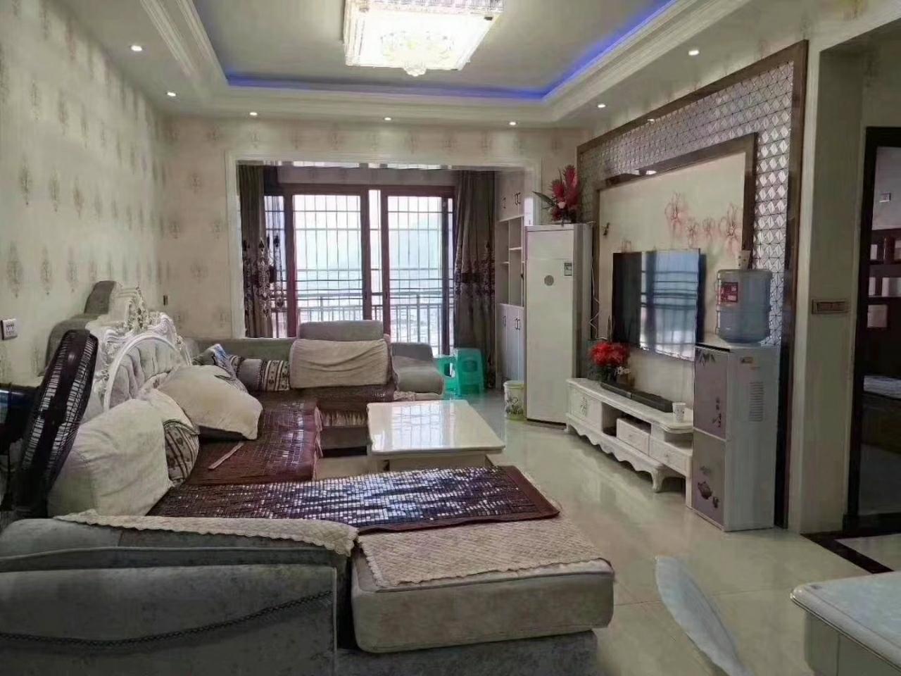 六校学区房~芳芬悦城3室 2厅 2卫99.8万元