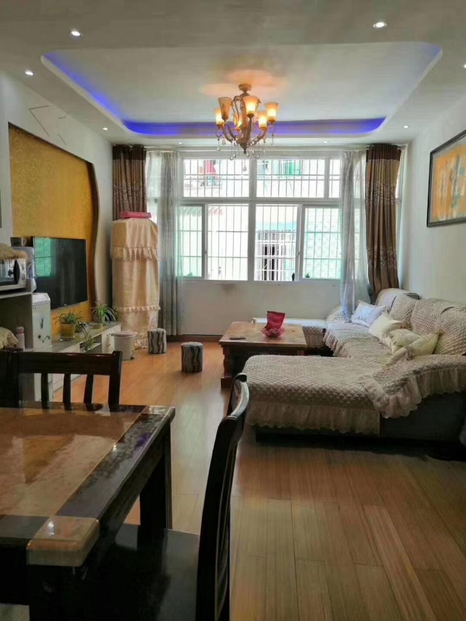 谭家湾私房3室 2厅 2卫38万元精装修关门卖