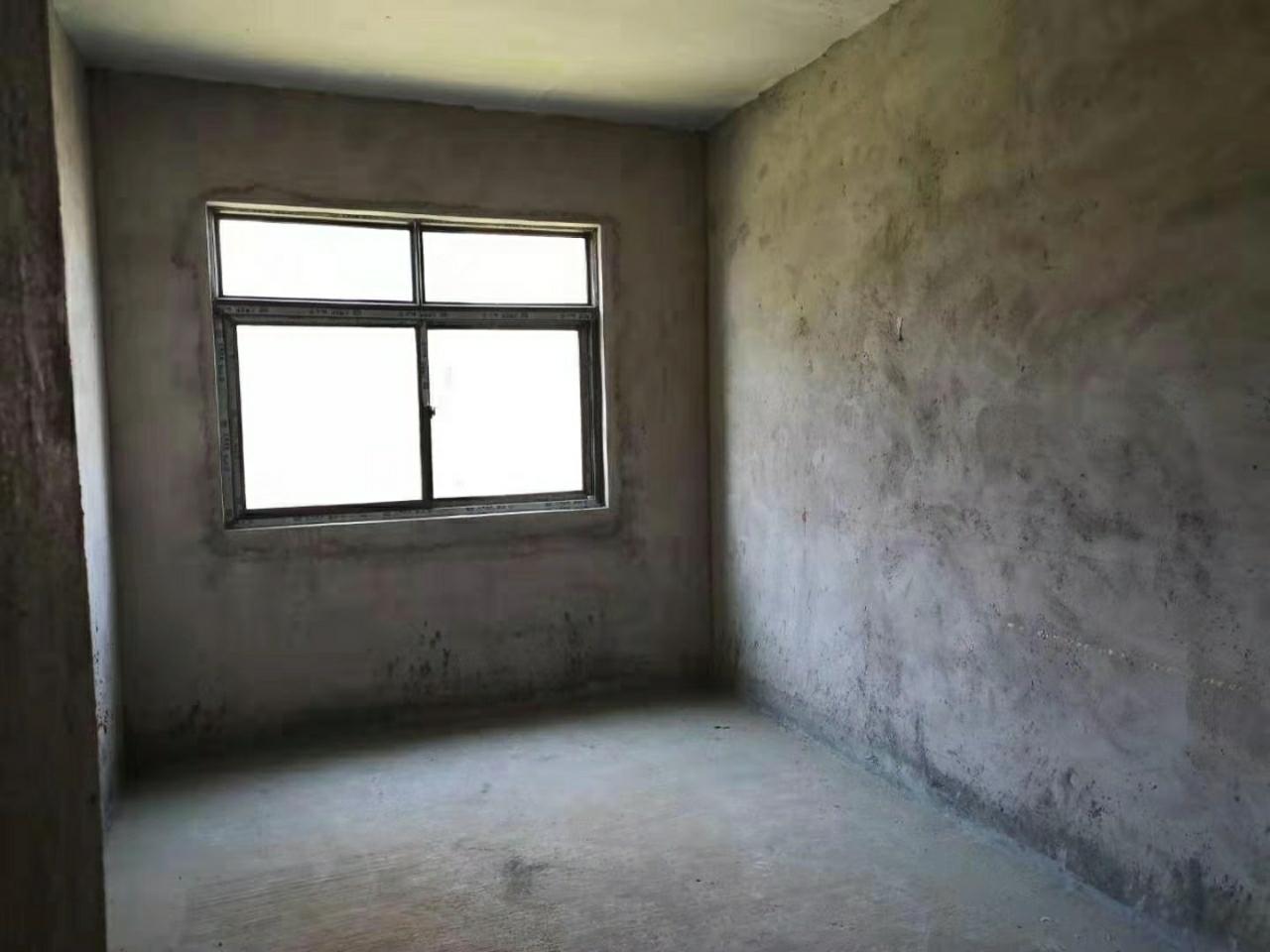 陽光大院4室 2廳 2衛68.8萬元