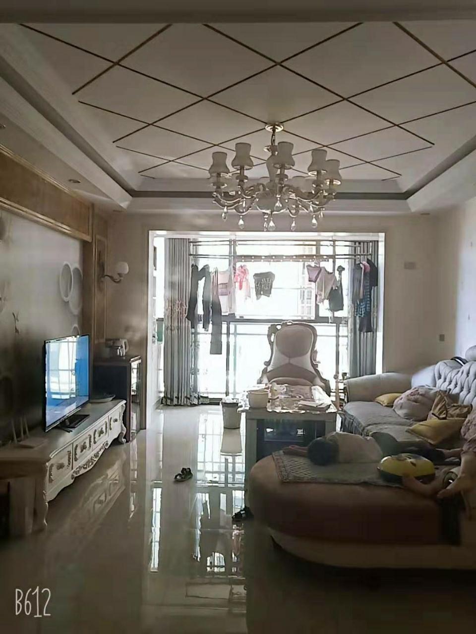 云开国际3室 2厅 2卫72.8万元