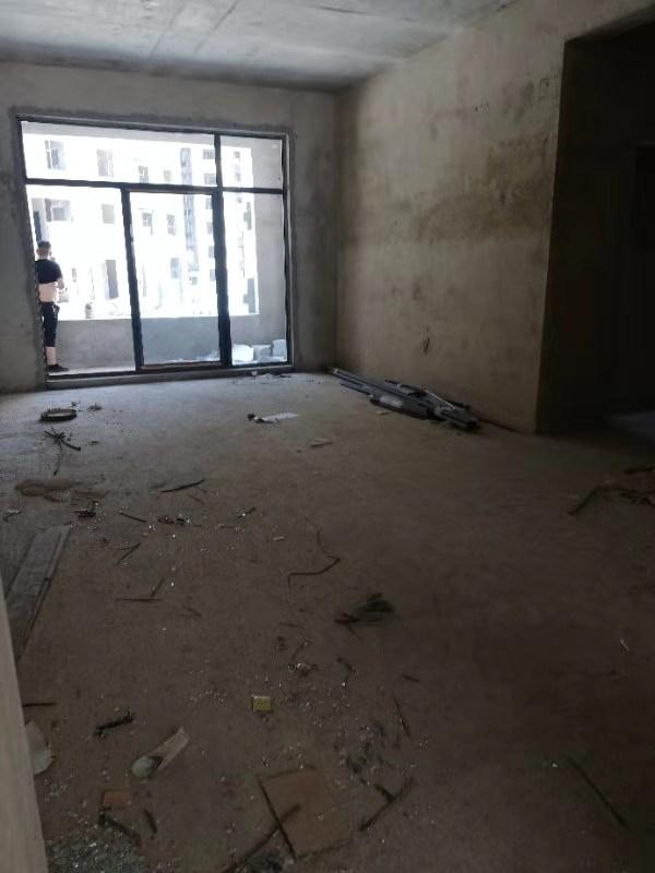 开阳新天地3室 2厅 2卫71.8万元