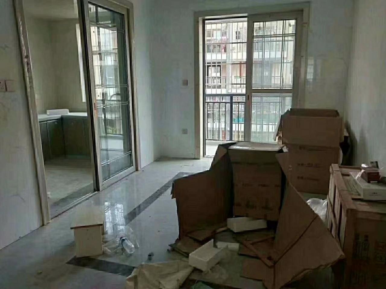 锦绣嘉园,4室 2厅 2卫,带车库,125万元