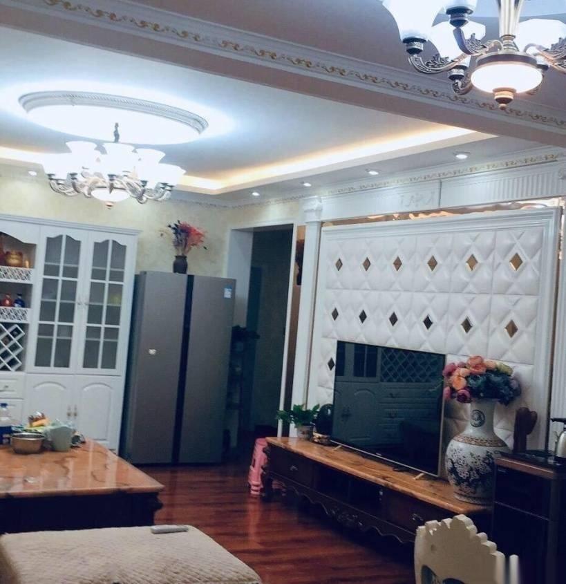 富力花園3室 2廳 1衛60萬元