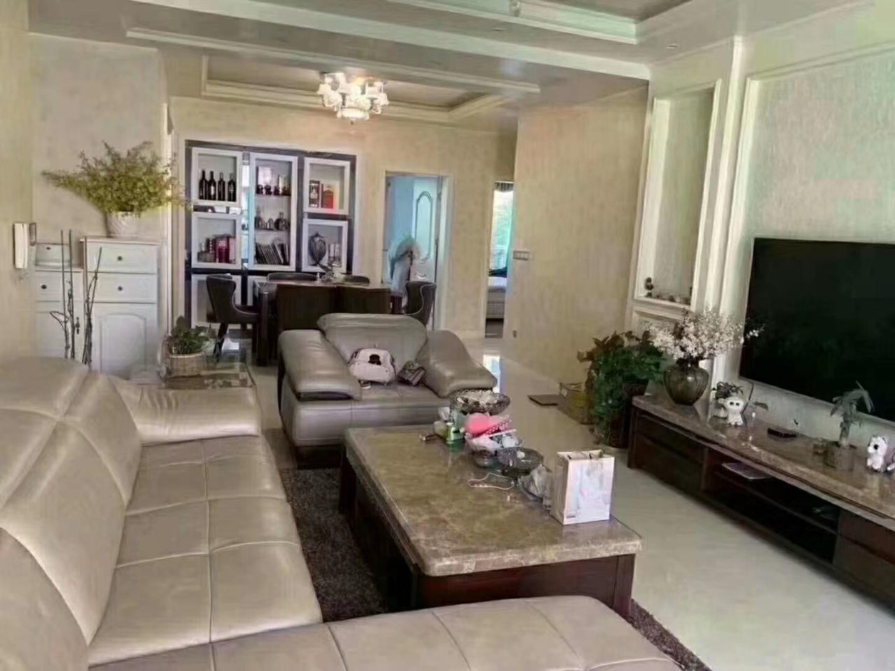 西城一号对面西城公馆3室 2厅2卫75.8万元