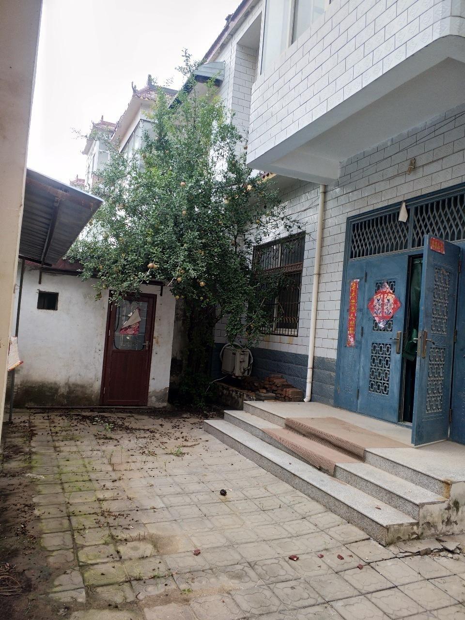 杨坤高中附近3间2层半65万元