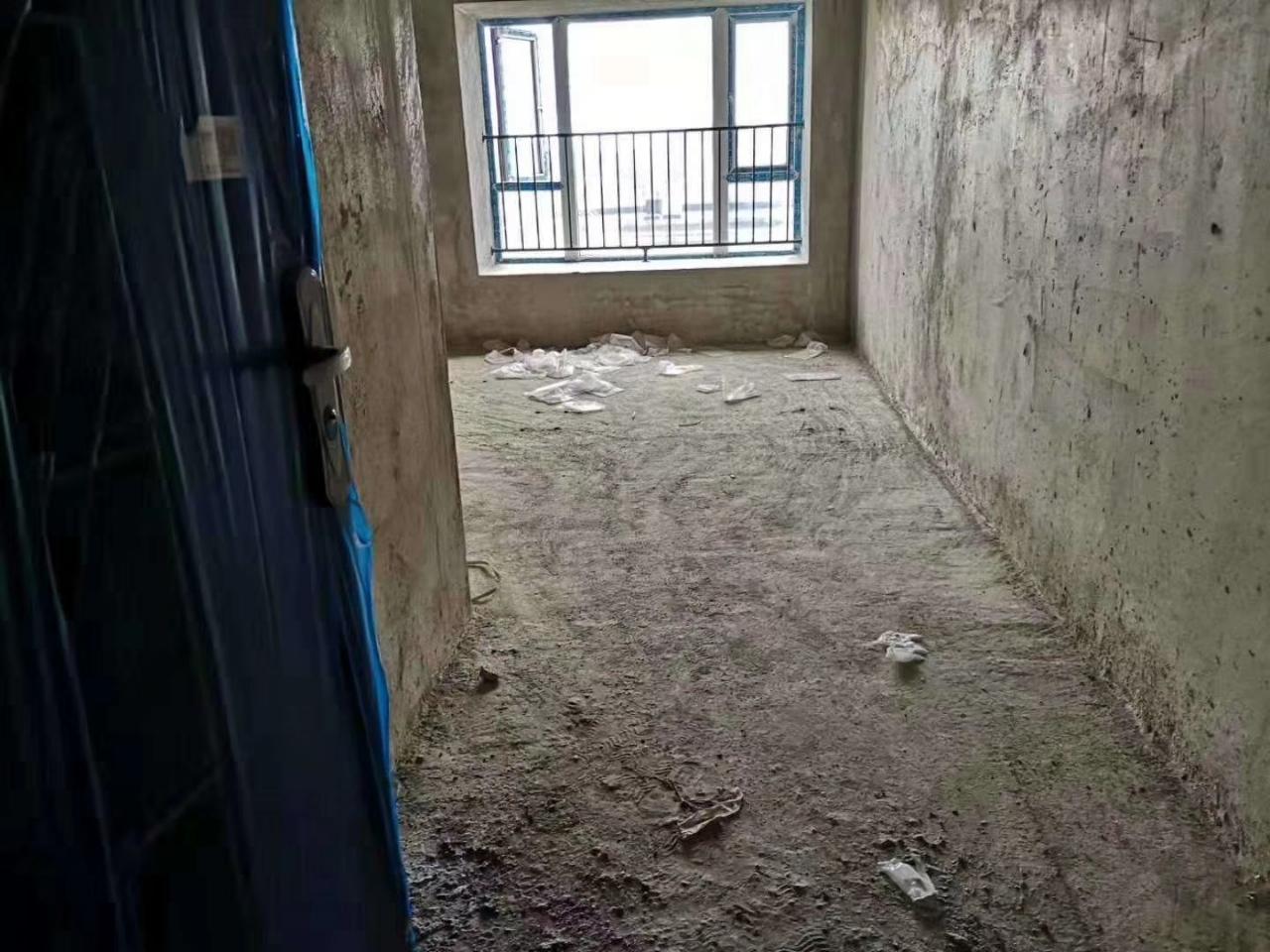 麒龙广场1室 1厅 1卫12.8万元