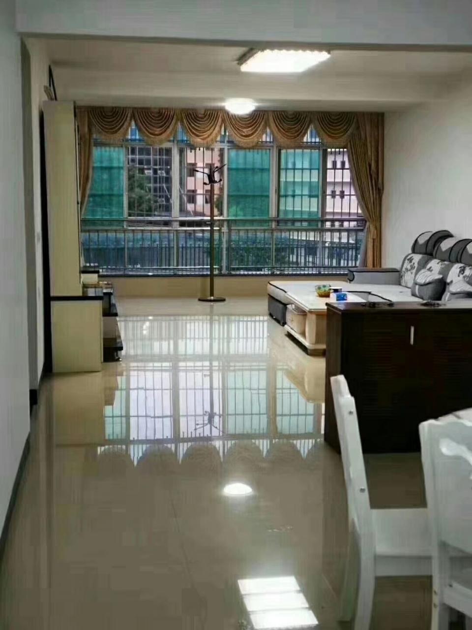 阳光花园3室 2厅 2卫93.8万元