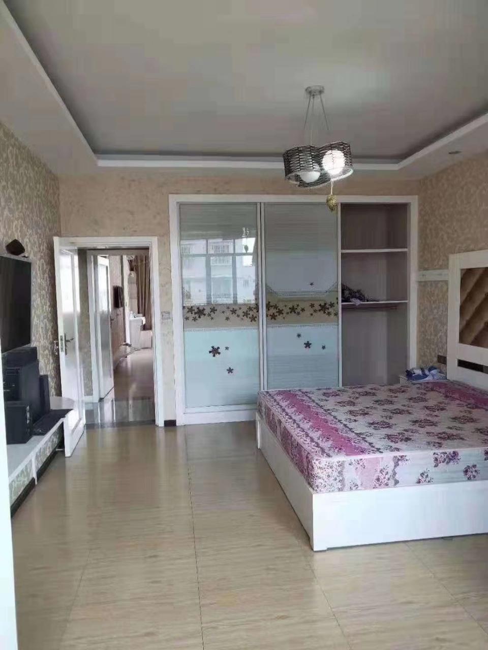 新益小区3室 3厅 2卫63.8万元