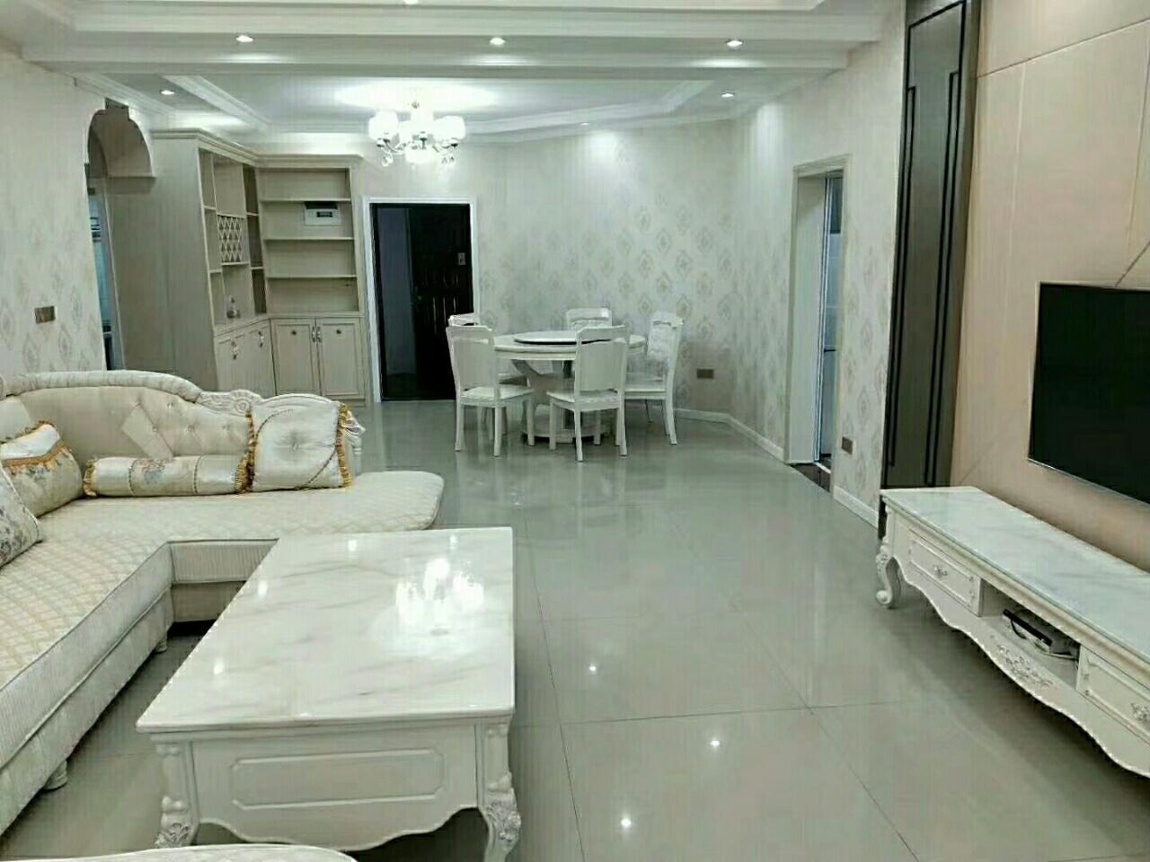 龙泉山庄4楼,证上面积126平方,出让,正三室两厅3室 2厅 2卫67万元