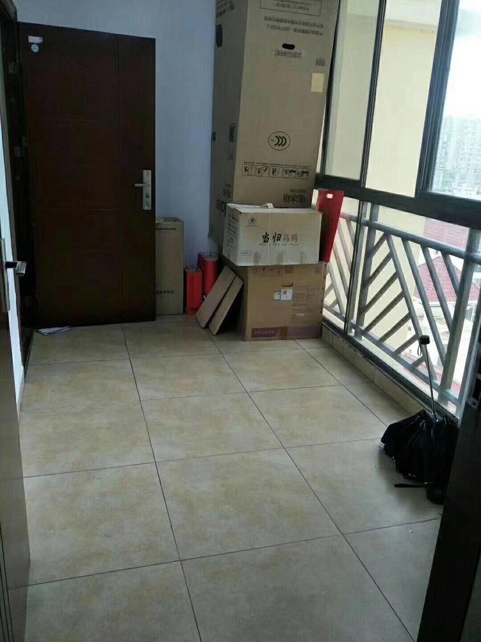 高层花半里3室 2厅 2卫 送入户花园