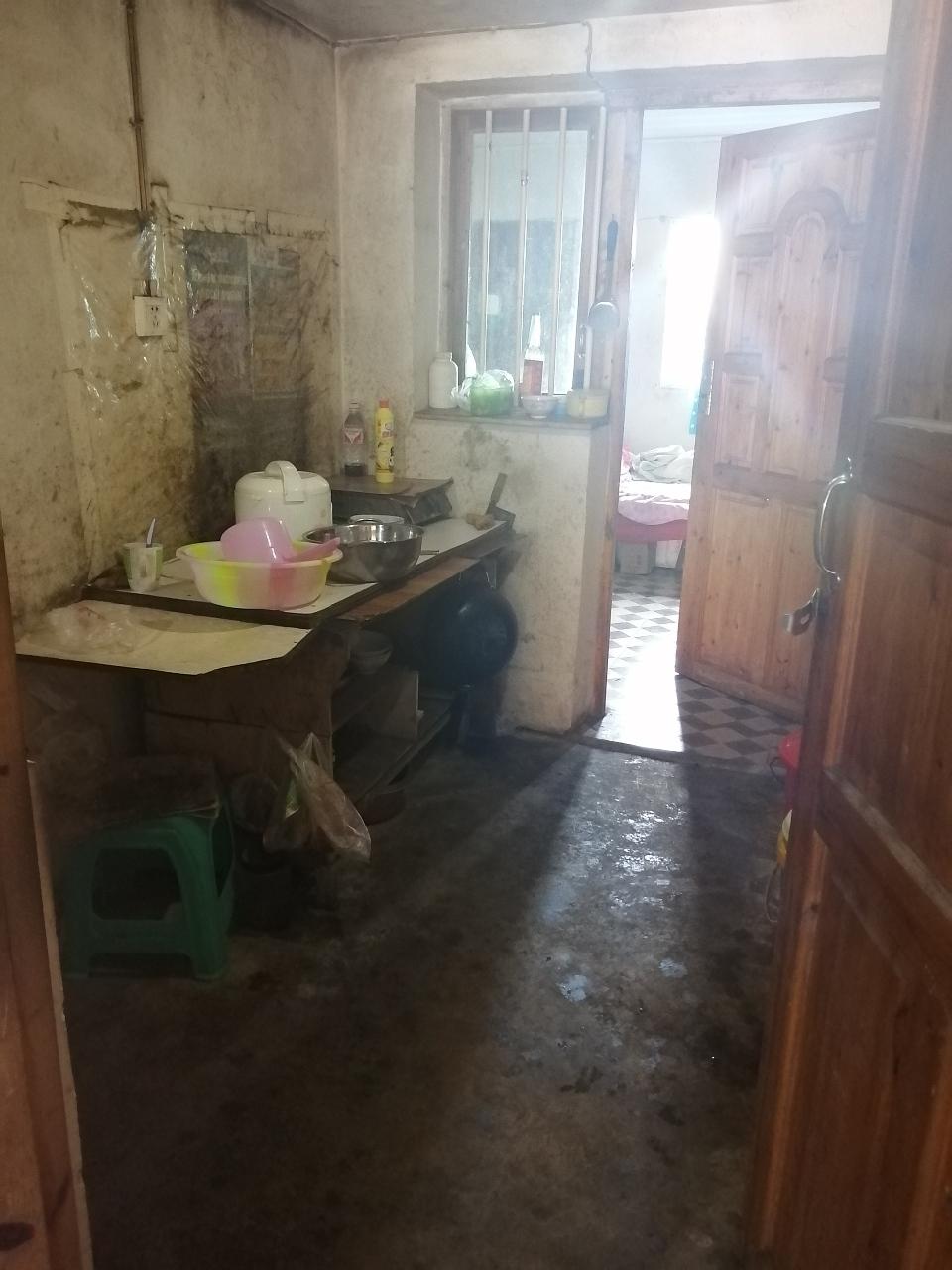 马头寨小区4室 2厅 1卫28.8万元