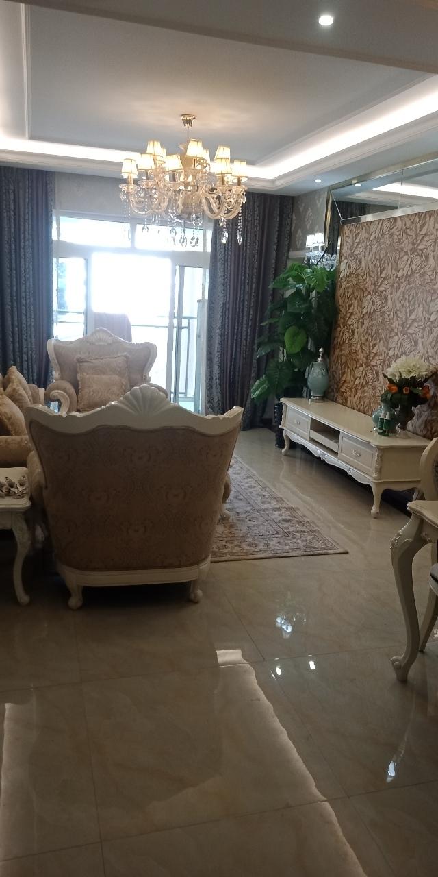 隆城國際3室 2廳 2衛79萬元