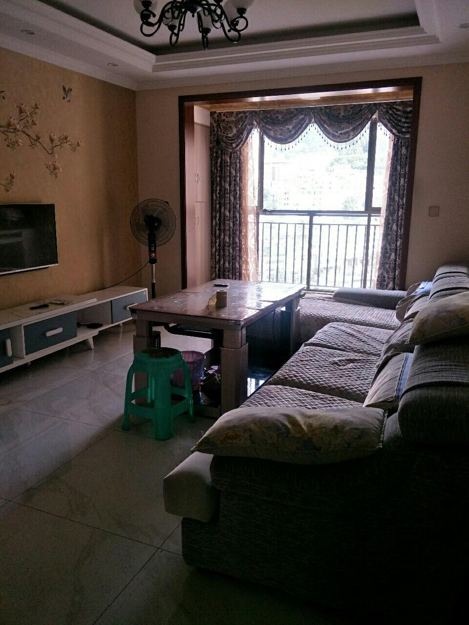 三台山精装3室 2厅 2卫65.8万元