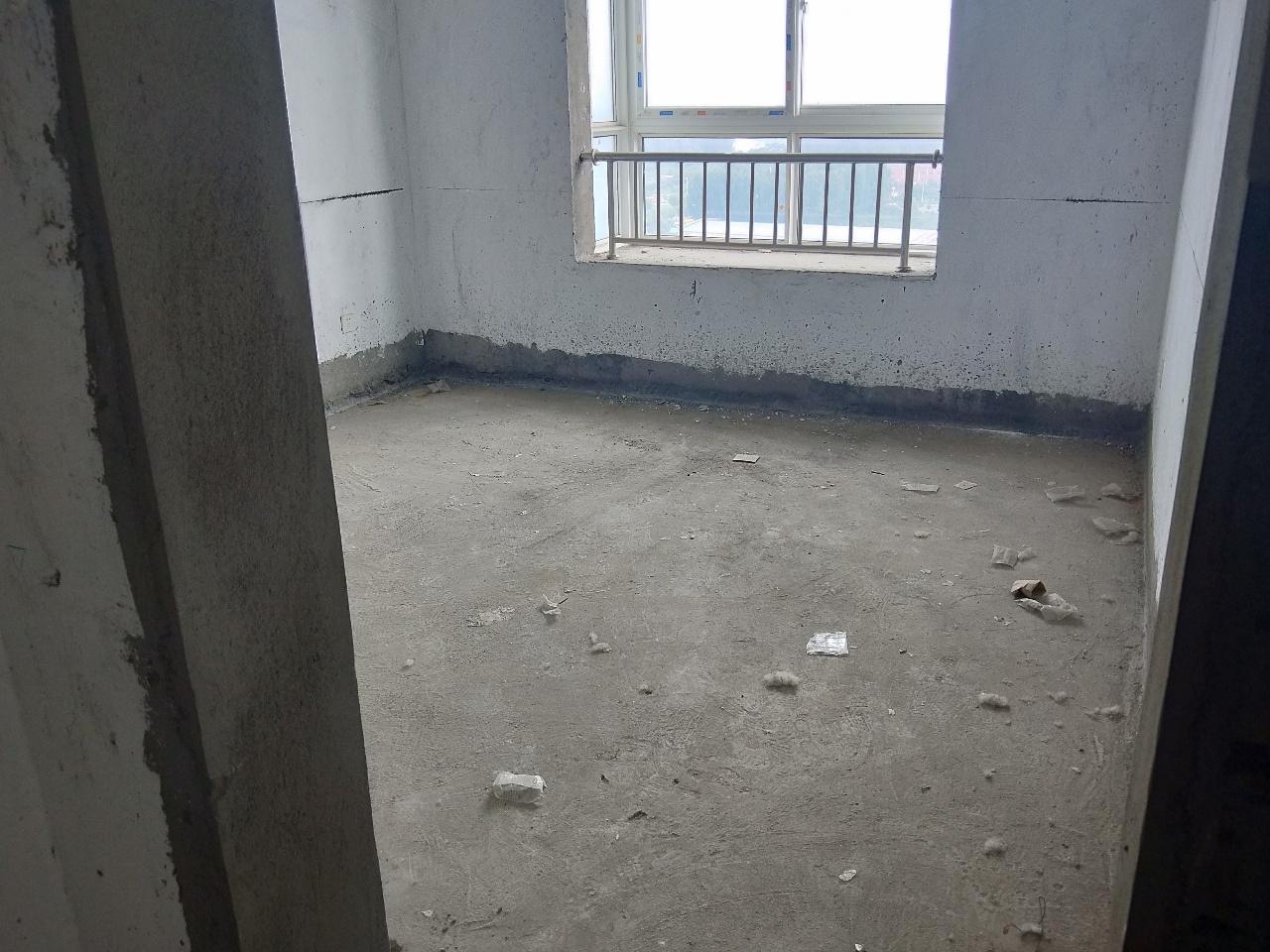 低价房中冠龙城3室 2厅 1卫30万元