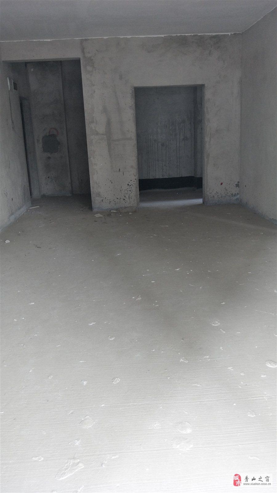 汽車站附近電梯清水房三室兩廳兩衛出售