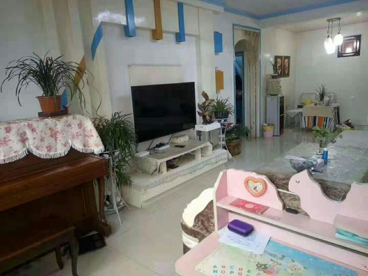 紫江花園黃金樓層128平米,三室二廳一廚一衛,加一