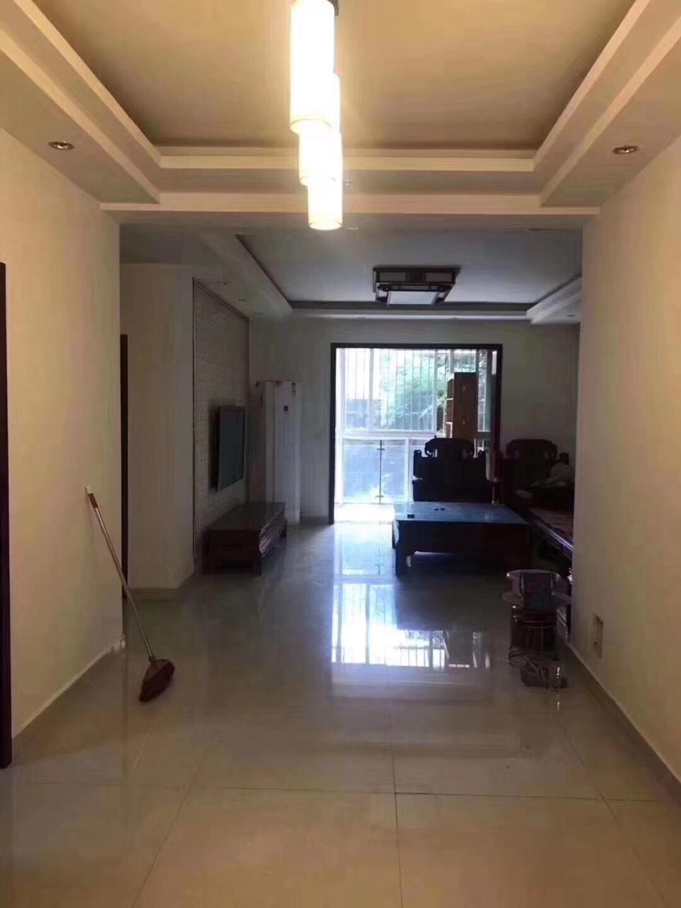 上品城3室 2厅 2卫105万元