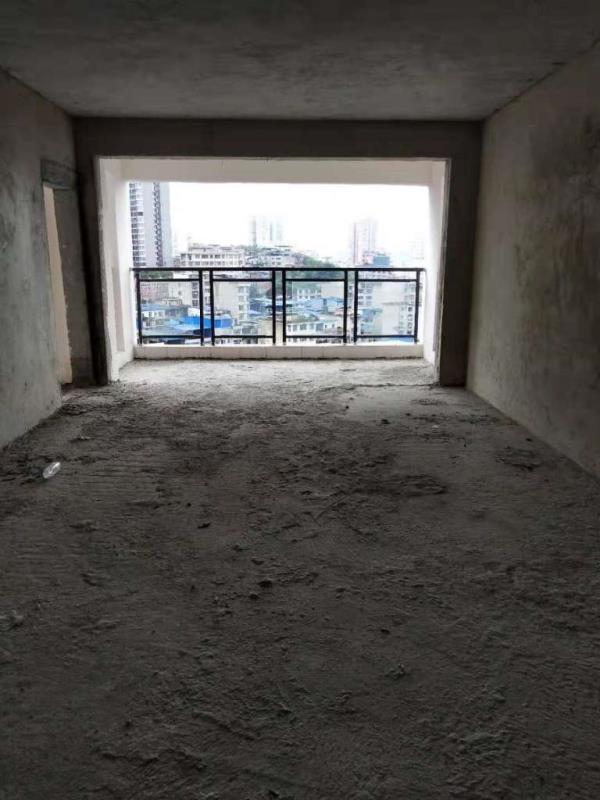 国贸楼上4室 2厅 2卫130万元