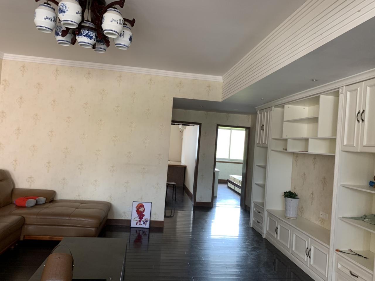 城中路3室 2厅 2卫138万元