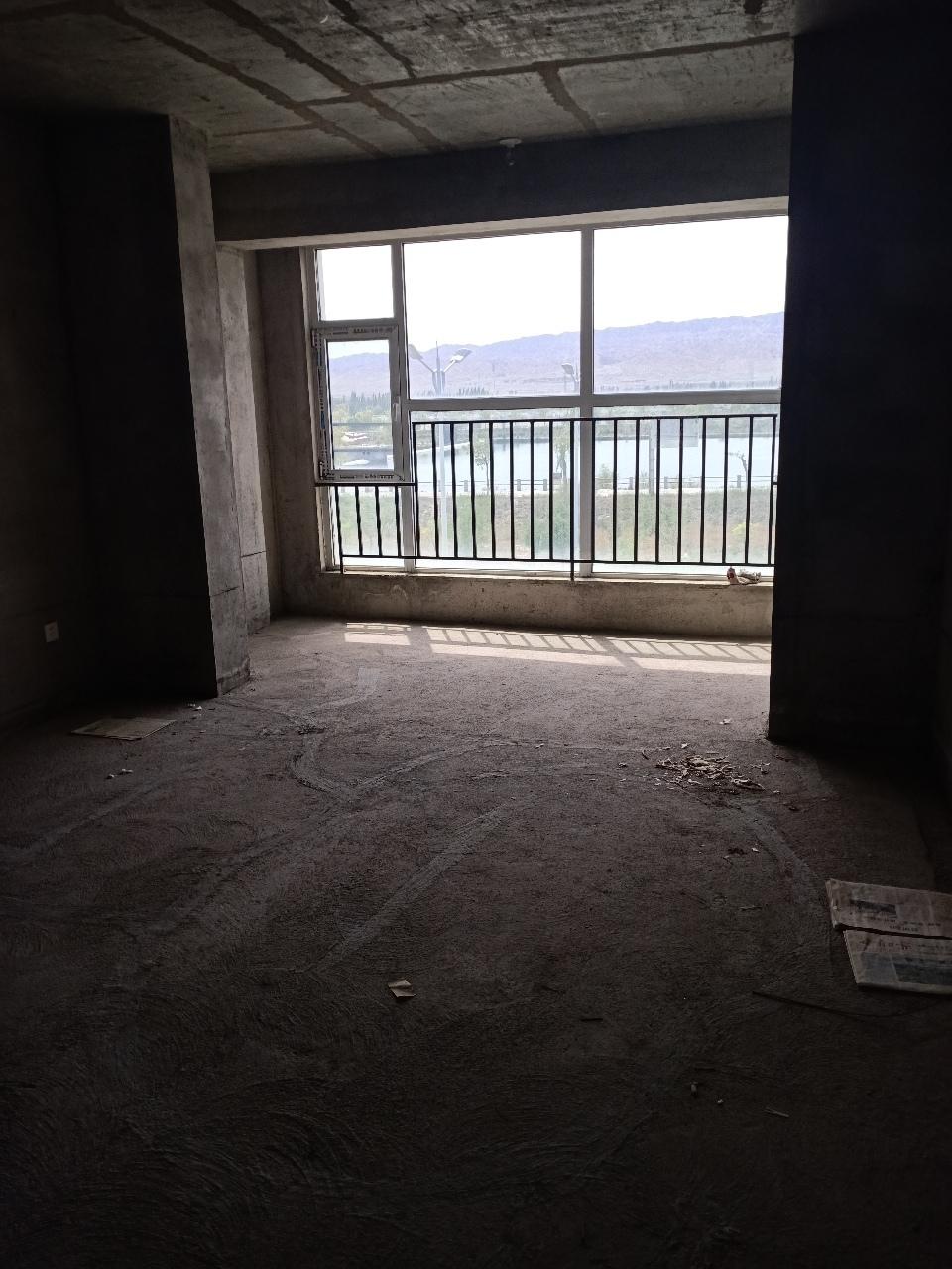 東興家園小區3室 2廳 1衛52萬元