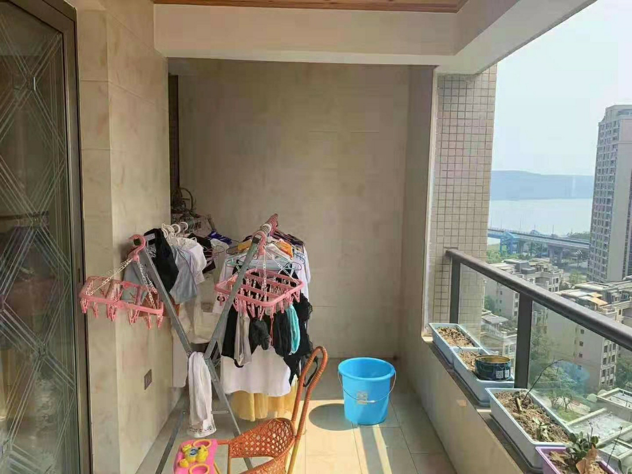 凯丽滨江3室 2厅 1卫65.8万元