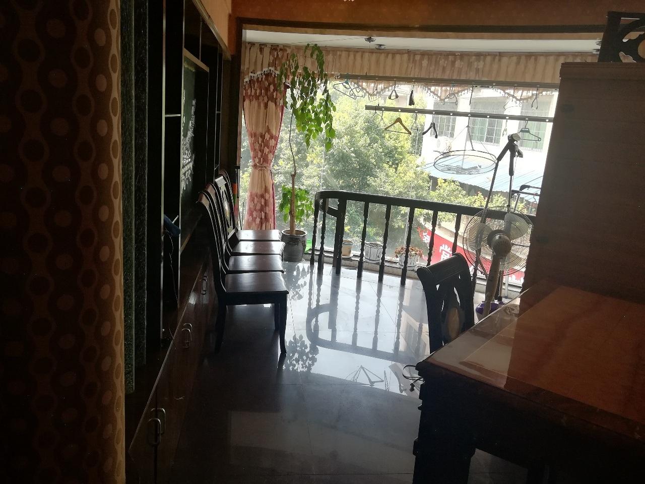 豪装 北山家园3室 2厅 2卫只卖50万元