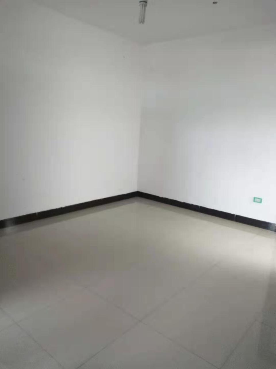 三中小區3室 1廳 1衛20.8萬元