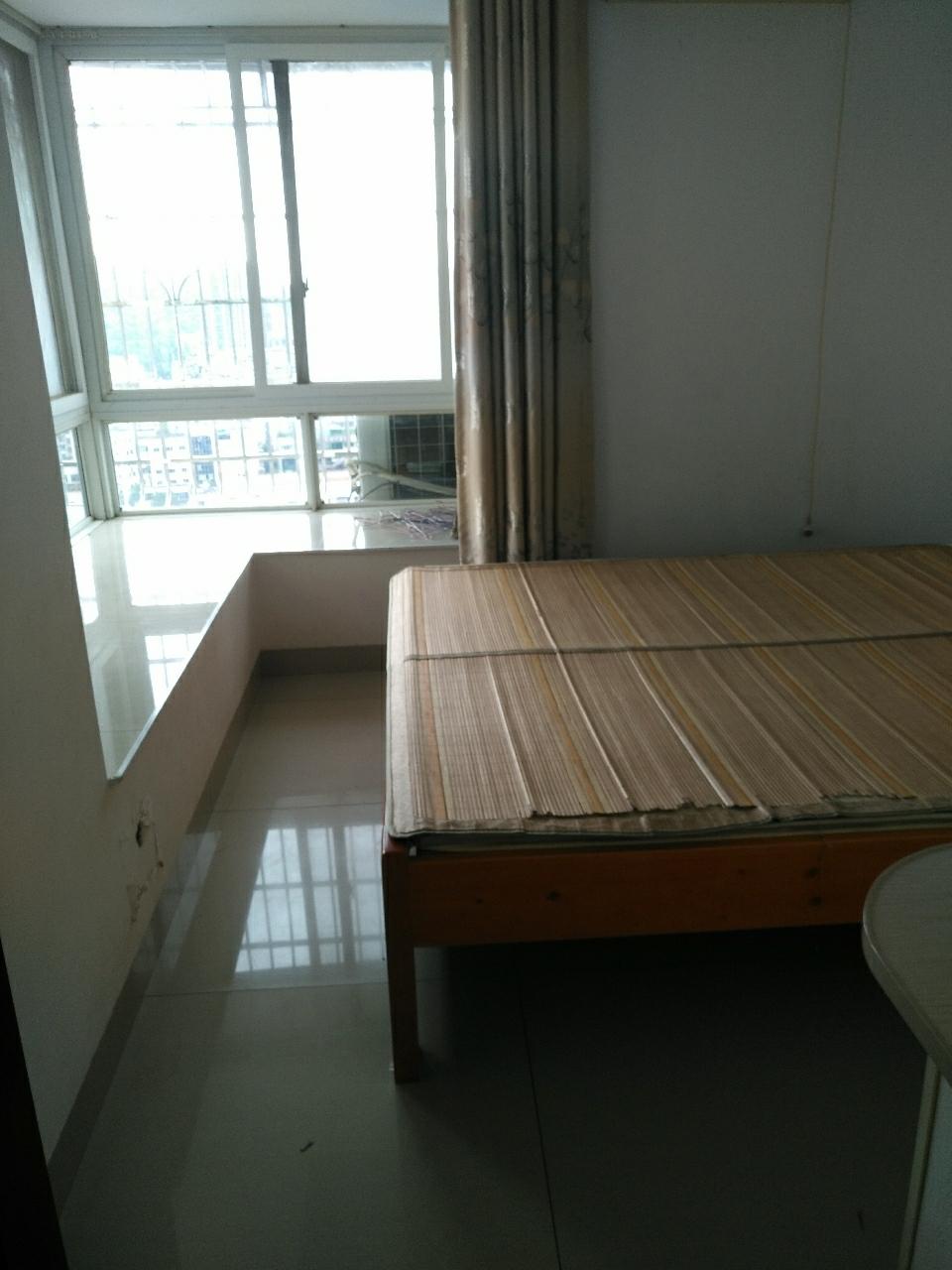 彩虹公寓3室 2厅 2卫32.8万元