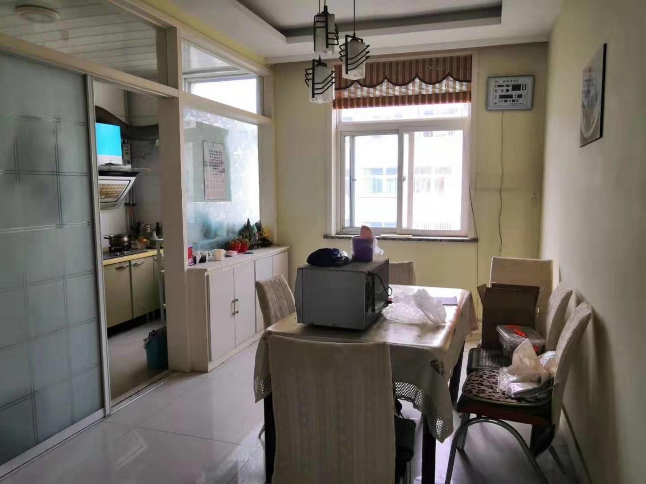 海岱北苑3室,4樓,133平,帶車庫,100萬元