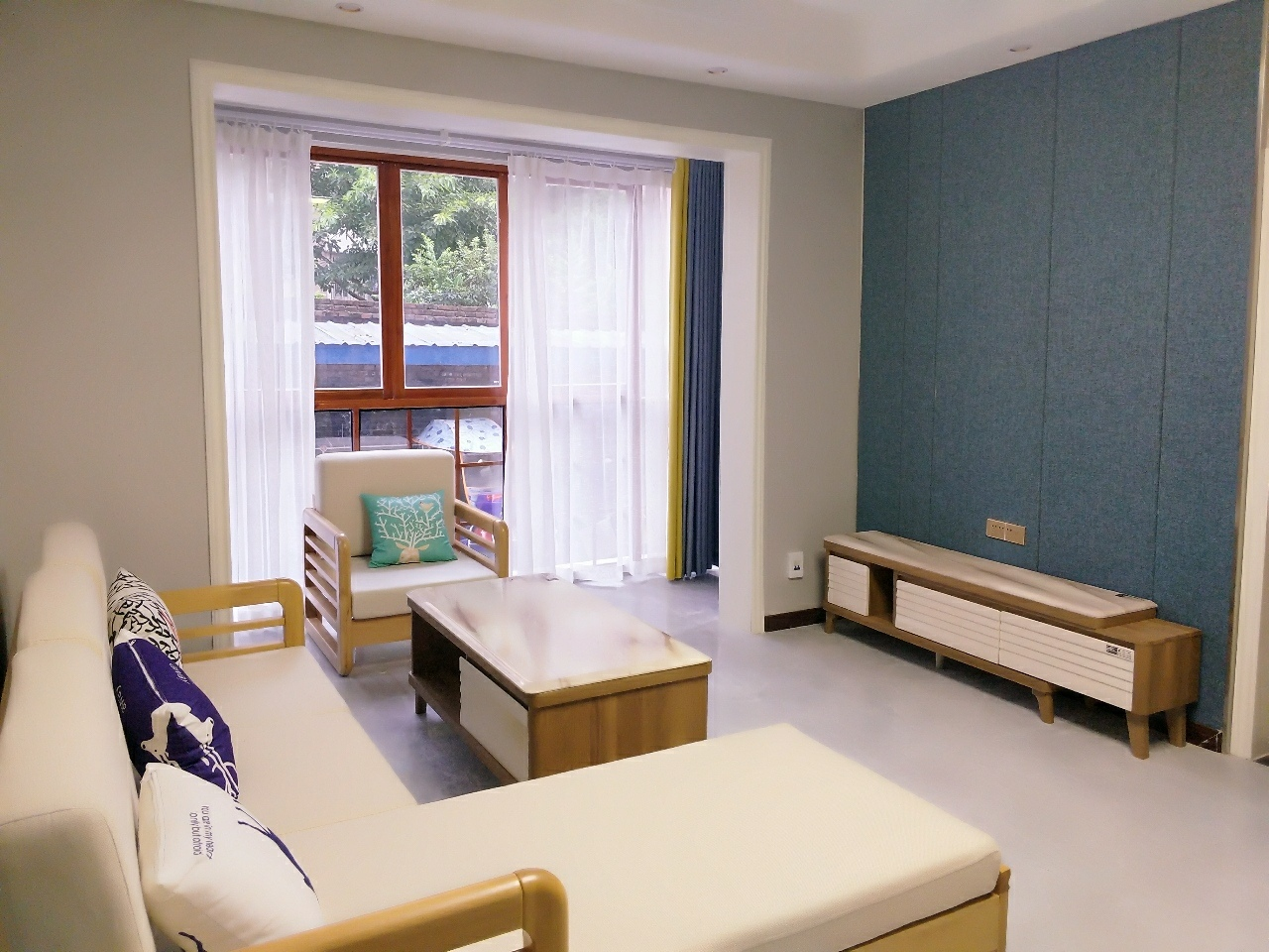 三转盘诚信苑3室2厅精装2楼110平62万元