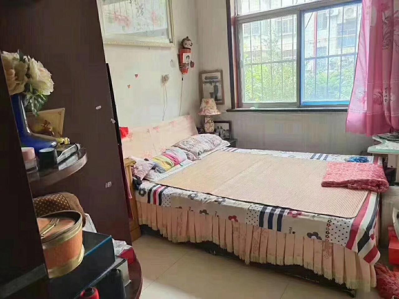 北城小區1樓,精裝3室,帶儲藏室,低價出售,學區房