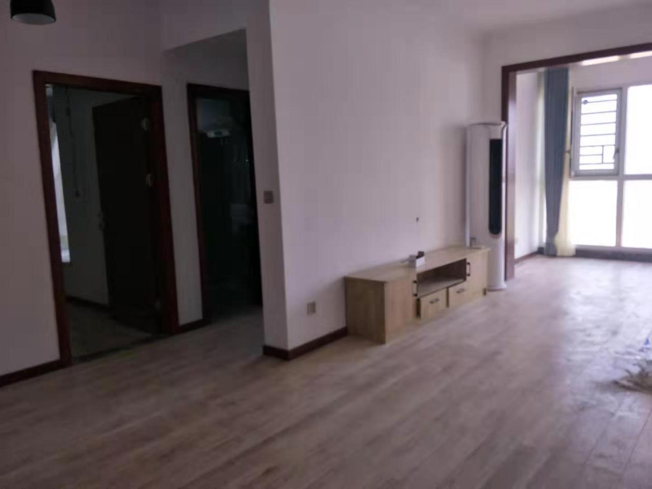 三转盘国贸,两室一厅一卫,中等装修2室 1厅 1卫79万元