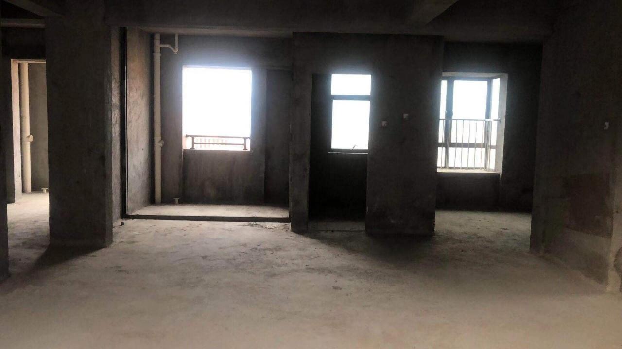 尚学领地3室 2厅 2卫138万元