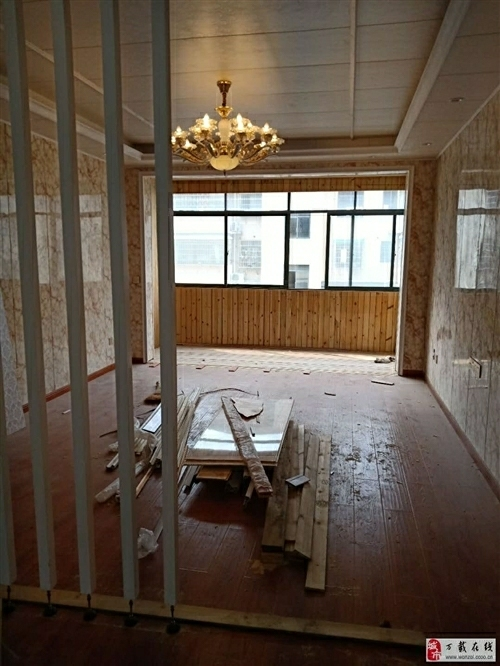 國貿城上城新源電梯房3室 2廳 1衛62.8萬元