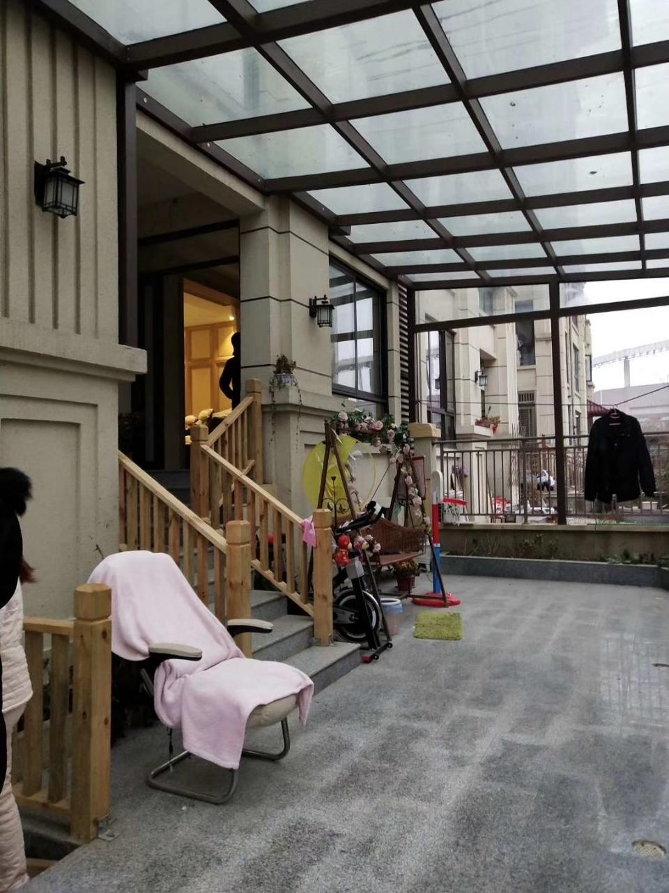利华洋房一楼带院复试豪装家具家电全送235万元