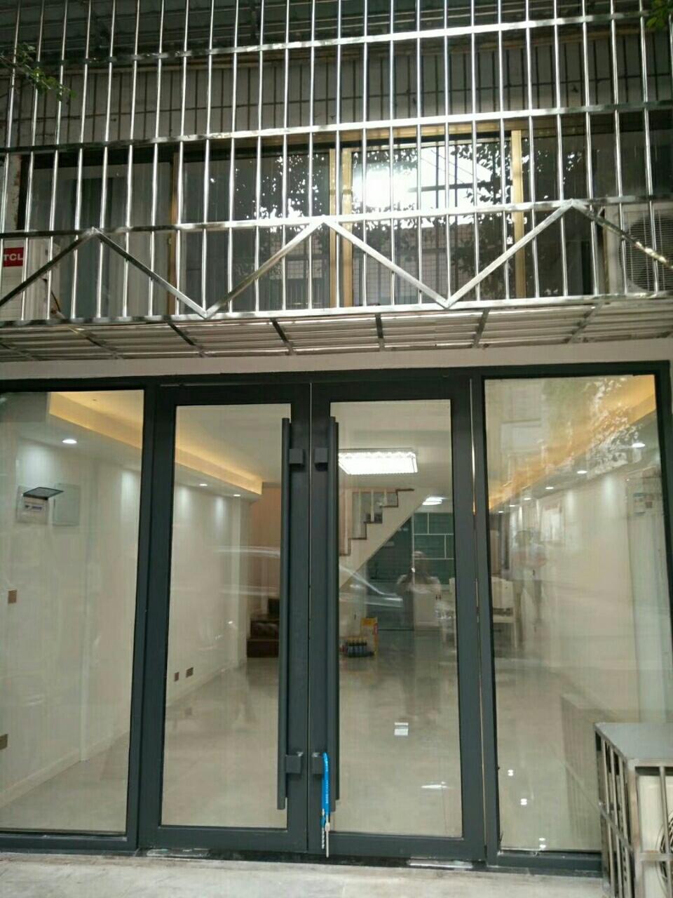 城监公寓门市《服装街,杨柳路东街》,证上面积50平3室 2厅 2卫面议
