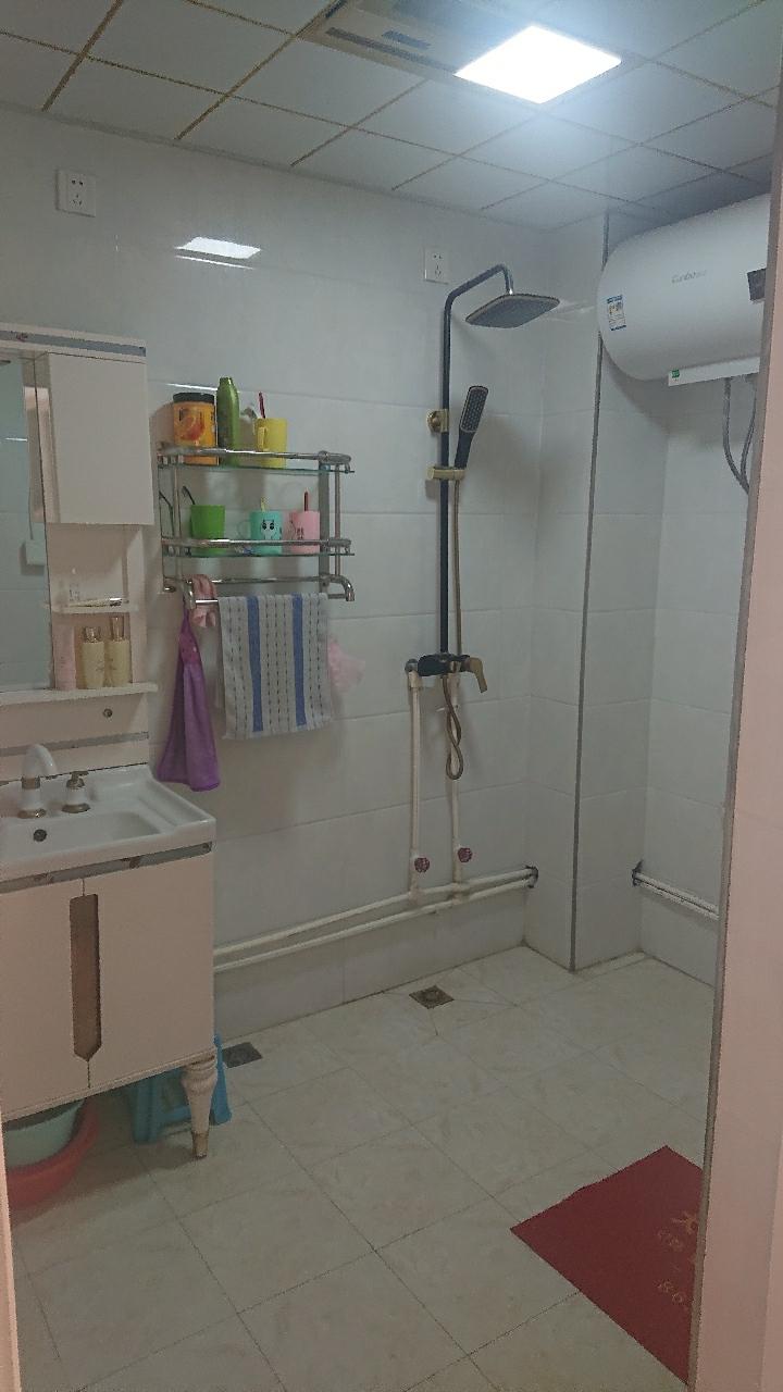 天鹅湖2室 精装,能贷款6400送地下室