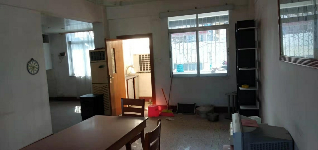 军田居委南苑3室 2厅 1卫33万元