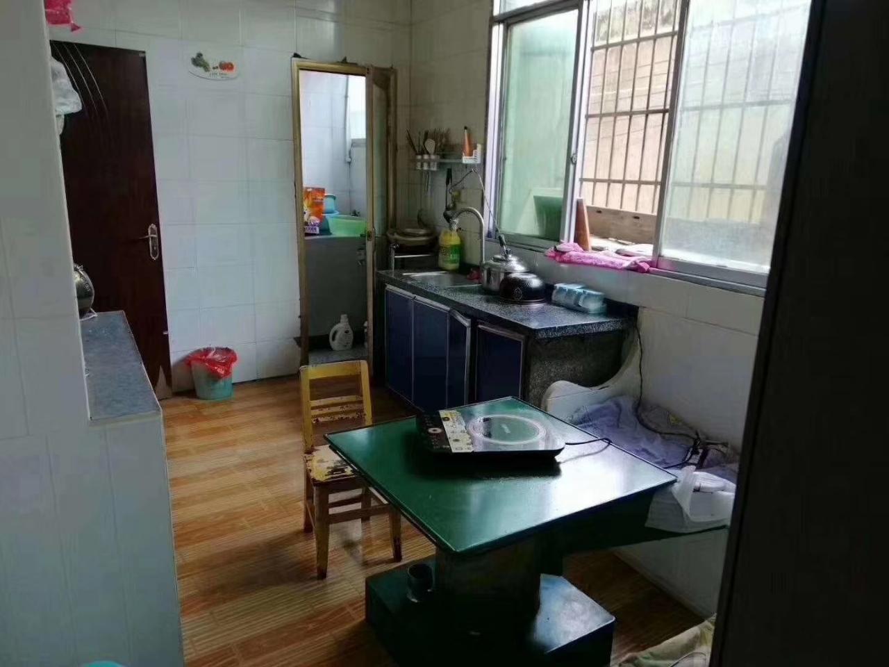 开阳县四小附近一楼出售
