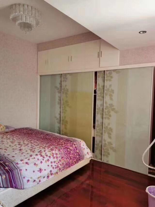 江畔人家楼?#26032;?室 3厅 4卫89.8万元