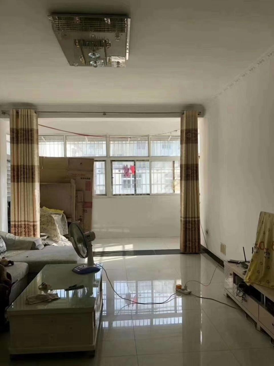 弋阳路 国宾饭店旁边3室 2厅 2卫26万元